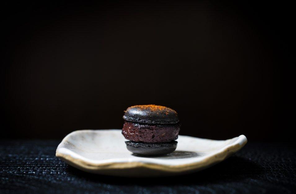 Black pudding macaron