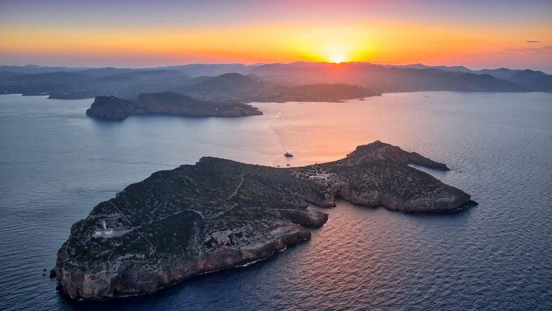 Bucketlist travel Ibiza private island