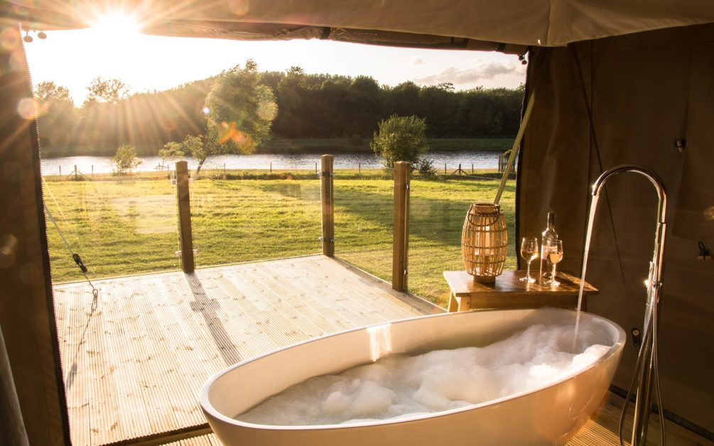 The Nest Glamping Lincolnshire outdoor bath