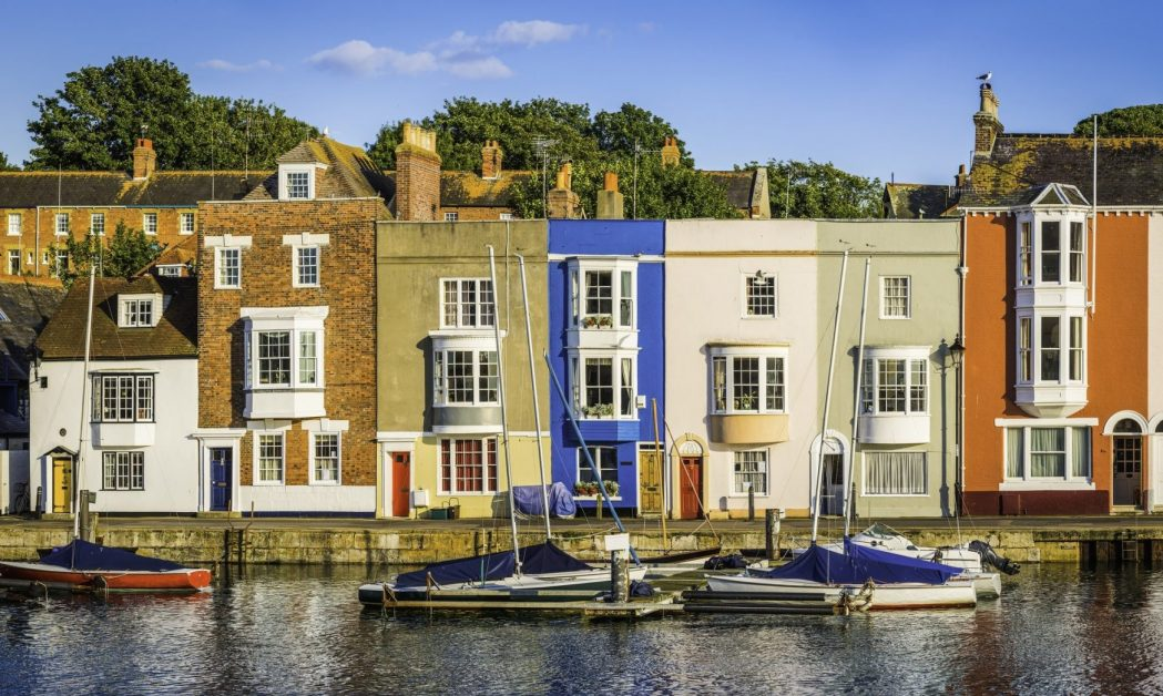 Jurassic Coast - olourful cottages and higgledy-piggledy homes in Weymouth harbour