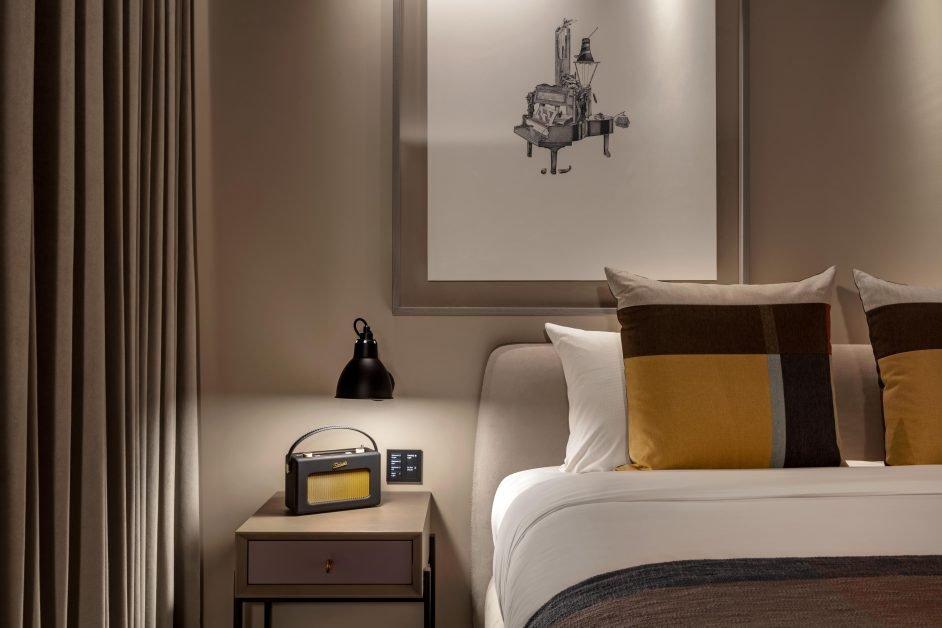 The Londoner, Junior Suite bedroom